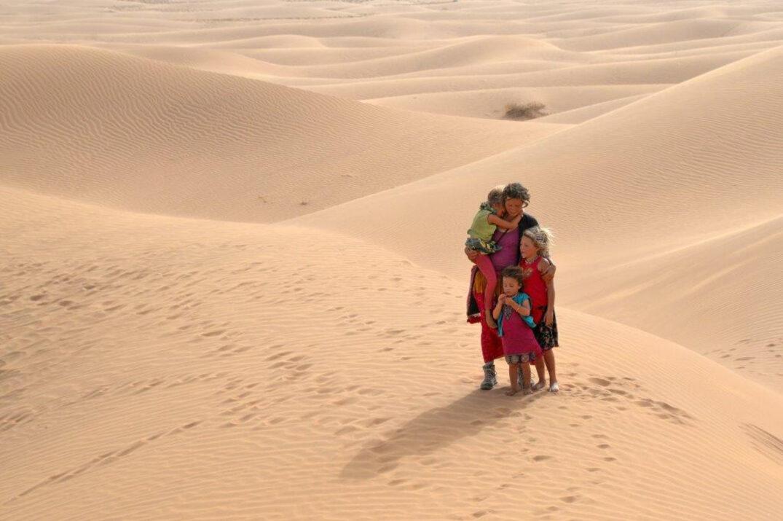 Maman, c'est encore loin le désert ?